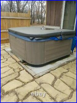 Bullfrog 4 Person Hot Tub (never used)
