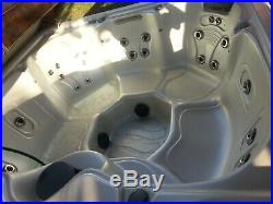 High End Maax Spas hot tub, 6 person, EXCELLENT CONDITION