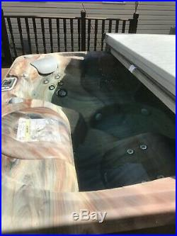 Hot Spring hot tub. 6 person 2016 Limelight series, Flair model