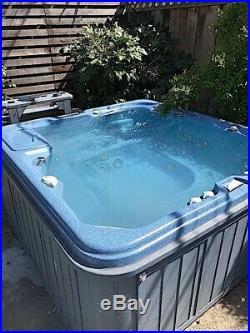 Sundance Spa / Hot Tub with warranty $1300.00 Spas & Hot Tubs