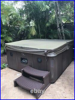 Viking Spas 6 Person Jacuzzi Spa 32 Massaging Jets With Lounger